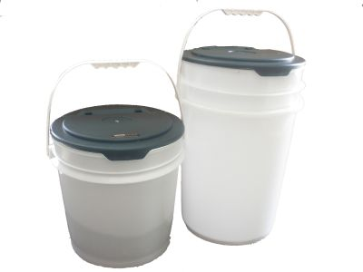 3-1/2 Gallon Seed Bucket w/Cover